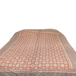Intricately hand-stitched, this bedcover will give your bedroom an elegant look and feel. An ideal option to keep you cosy in bed and bring life and colour into your bedroom.